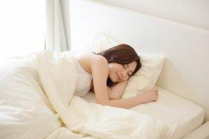 たるみ毛穴 改善 睡眠